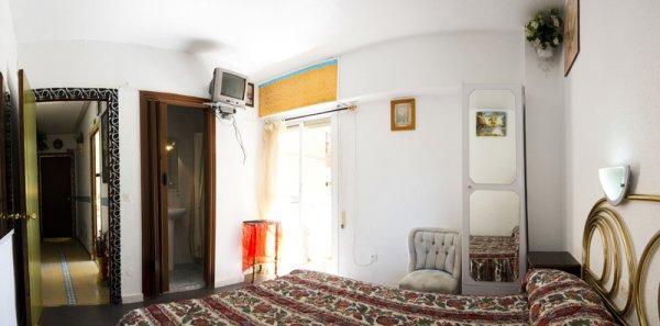 hostal albergue salou: