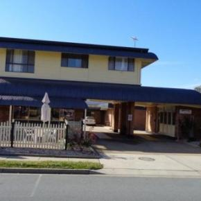 Albergues - Parkway Motel