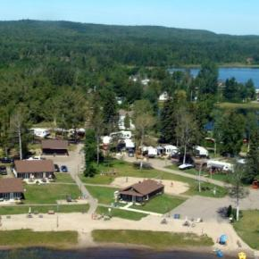 Albergues - The Cottages Baie Cascouia and BnB Au bord du Lac